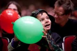 Blije en verwonderde gezichten bij Ongehoord Goed, een bijzonder concert voor dove en slechthorende kinderen en kinderen met spraaktaalmoeilijkheden. Fotograaf: Vincent van den Hoogen